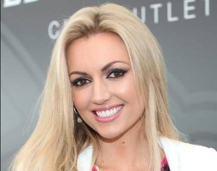 Is rosanna davison really dead or still alive dead or kicking rosanna diane davison is an irish actress singer model and beauty queen who was the winner of the miss world 2003 title she is the daughter of musician thecheapjerseys Images